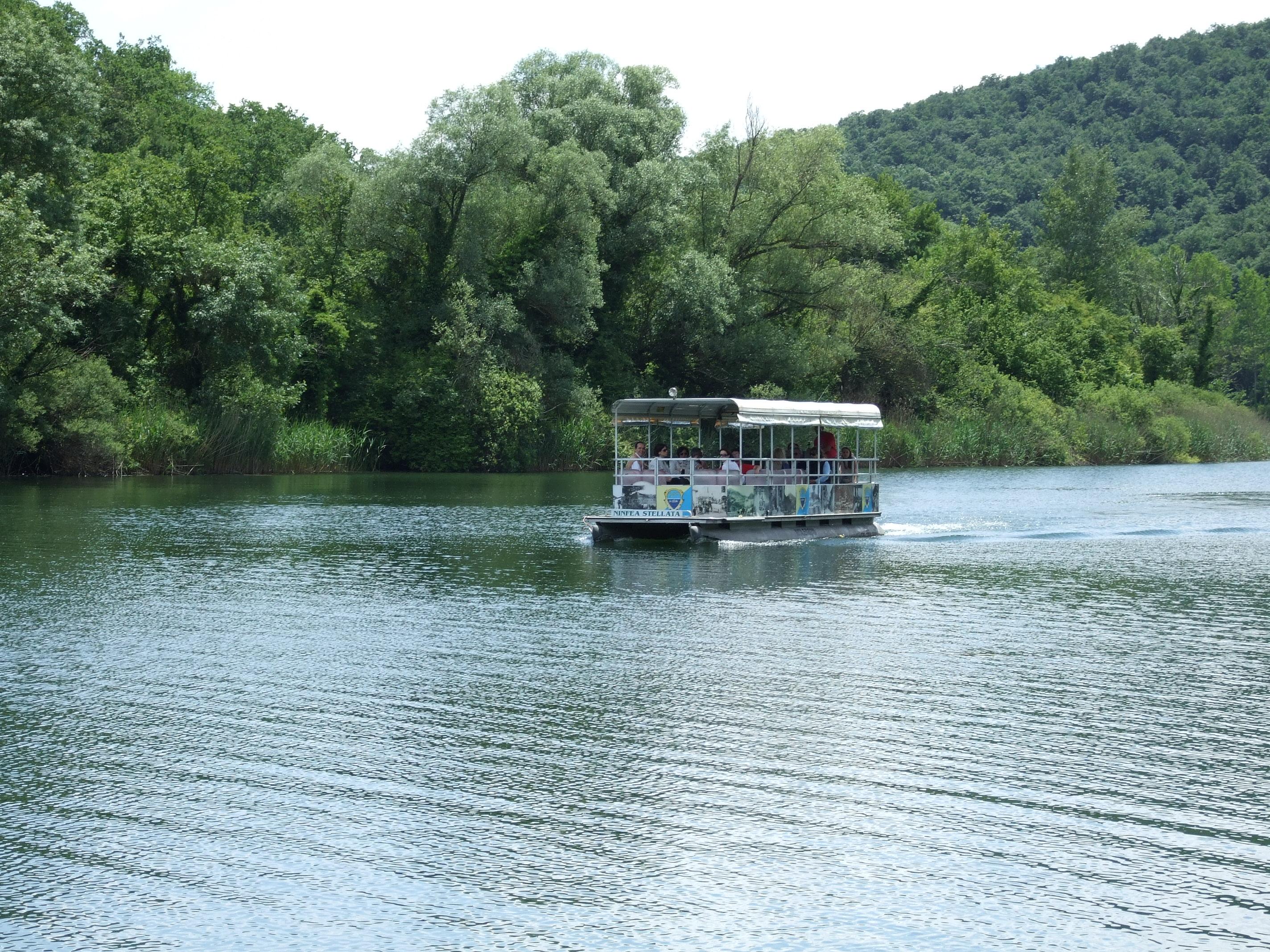 barca lago